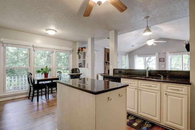 picture of kitchen and breakfast nook in 2913 Colonel Lamb Drive in Wilmington NC